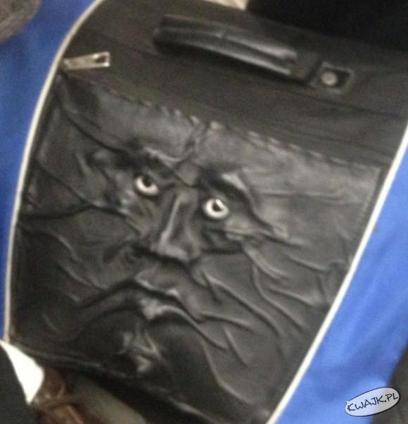 Ta torba na mnie patrzy
