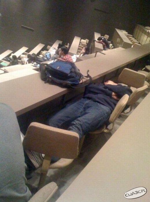 Bo najlepiej można się wyspać na wykładzie