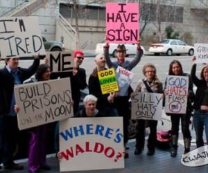Demonstracja głupich znaków