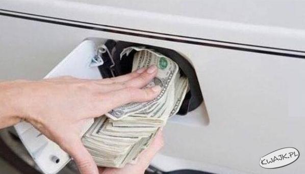 Tak się czuję, kiedy tankuję samochód
