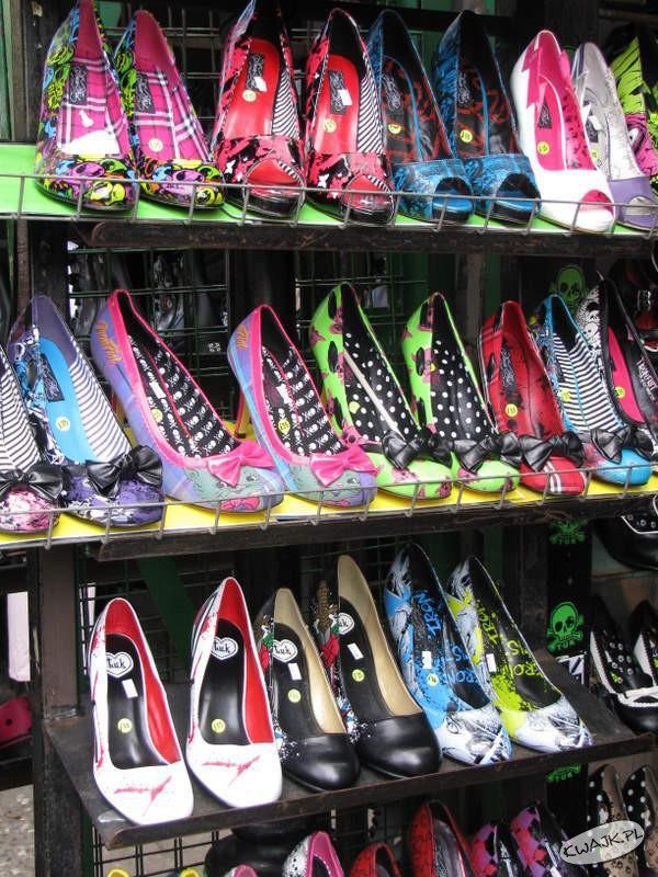 Rozwesel nogę kolorowym butem