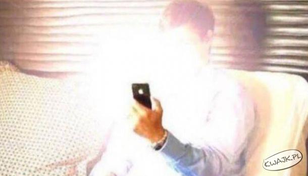 Kiedy budzisz się w środku nocy i patrzysz na telefonie, która godzina...
