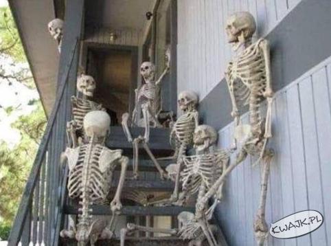 Pracownicy czekający na podwyżkę w pracy