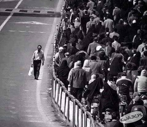Lepiej chodzić samotnie niż z tłumem idącym w złym kierunku