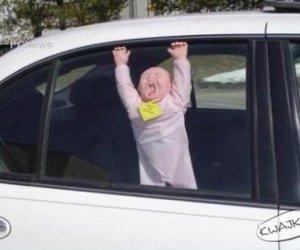 Uwaga, dziecko w samochodzie