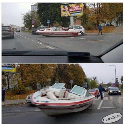 Po Olsztynie jeżdżą nawet łódkami po drogach ;)